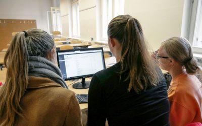 Digitalisierung Schule spielerisch gemeistert: TOPSIM an der BHAS Linz